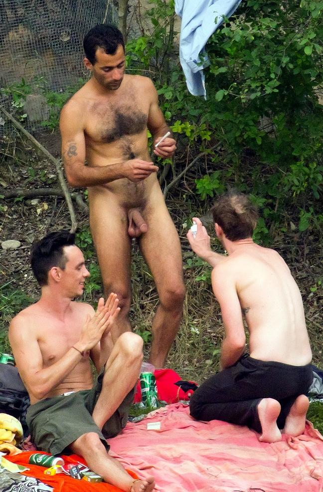 Nudo con gli amici   Naked outdoor - Nudi in pubblico ...